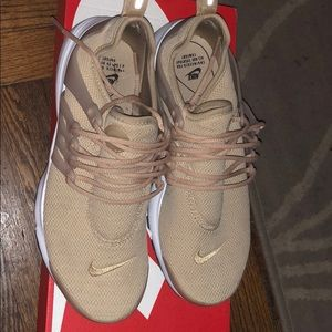 Nike Air Presto Women in Nude
